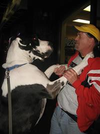 Charles LeBlanc con un perro (Charles LeBlanc / Licencia CC-BY-SA)