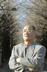 El comentarista de béisbol Isao Harimoto (Takeshi Nishimura / © Mainichi Shimbun)