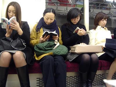 Mujeres en un vagón de tren (Foto: ionushi/Flickr, licencia CC-BY)