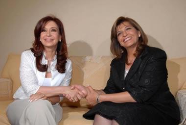 Cristina Fernández y Blanca Ovelar