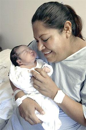 Anarli López y su madre (Foto: AP)